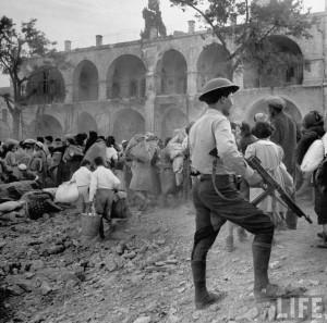 Expulsion des Juifs de la vieille ville de Jérusalem par l'armée jordanienne en 1948 (Life Magazine, John Phillips)